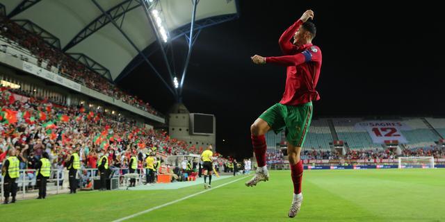 Weer record Ronaldo door hattrick tegen Luxemburg, Tadic scoort voor Servië