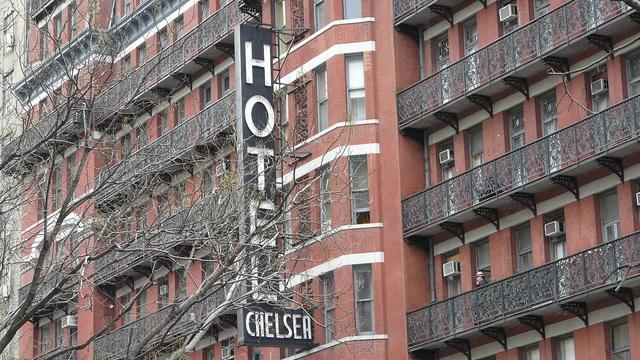 Deuren van beroemde Chelsea Hotel New York brengen veel geld op