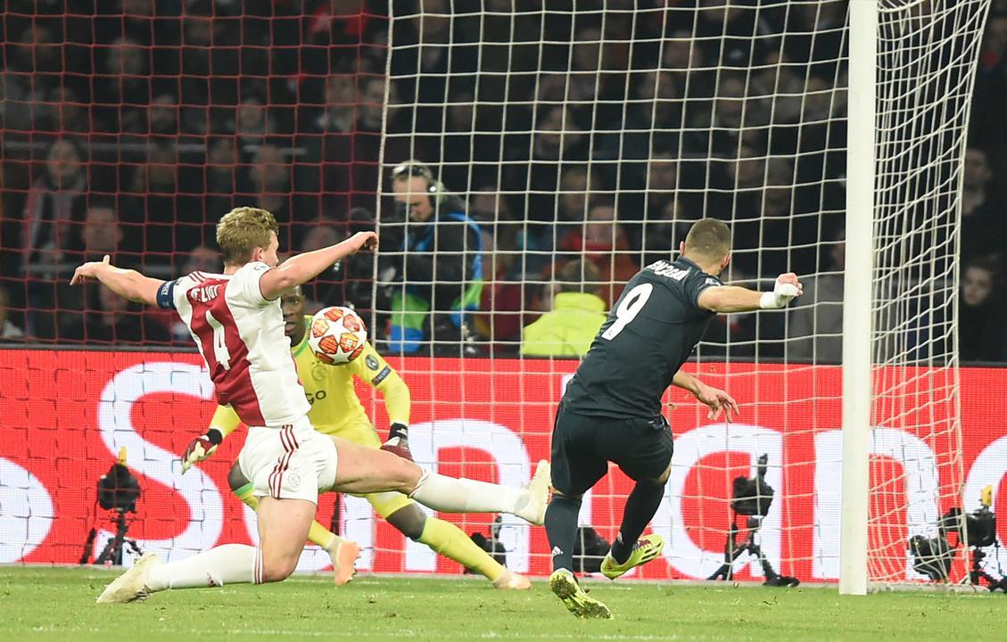 Benzema zet Real Madrid op 0-1-voorsprong tegen Ajax