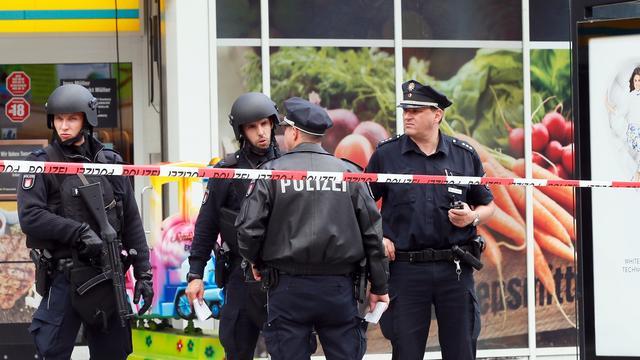 Duitse politie doorzoekt asielcentrum na steekpartij in Hamburg