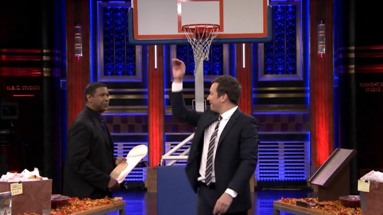 Denzel Washington basketbalt met pompoen en skateboard