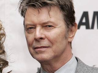 Toeschouwers hulden zich in hun 'beste David Bowie-outfit'