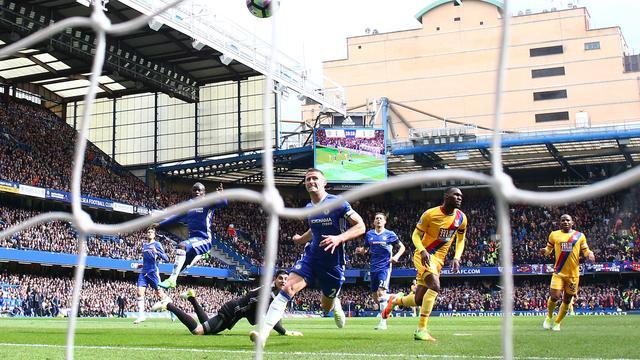 Spurs en Liverpool lopen in op verliezend Chelsea, United speelt gelijk