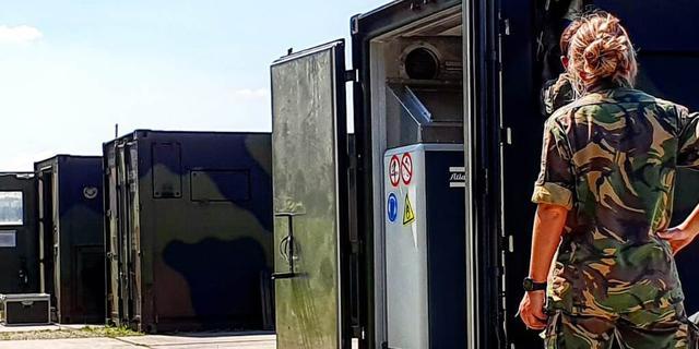 Defensie stuurt zuurstofcontainers en vijf militairen naar Suriname
