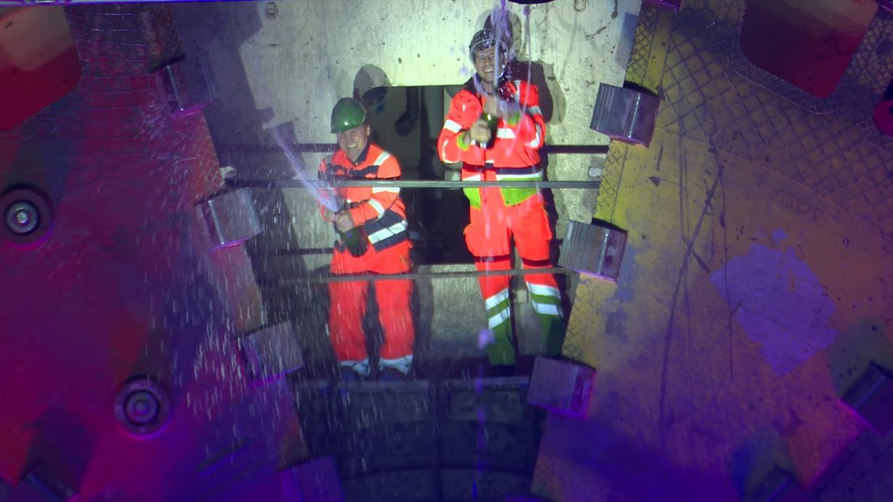 Feest na boren tunnel die Haagse files moet verminderen