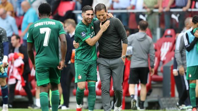 Roger Schmidt had na afloop een onderonsje met Feyenoord-aanvaller Alireza Jahanbakhsh.