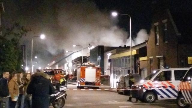 Zeer grote brand in bedrijfspand Naaldwijk