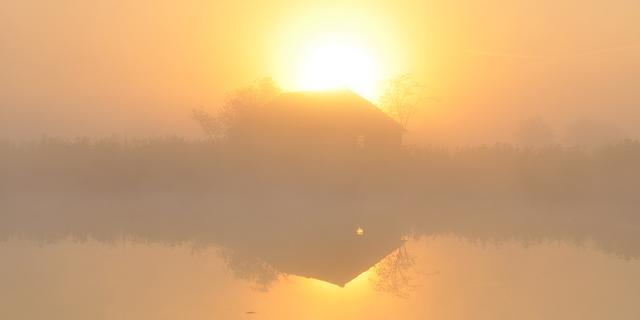 Waarschuwing voor plaatselijk dichte mist zondagochtend