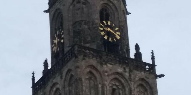 Klok Martinitoren loopt kwartier achter