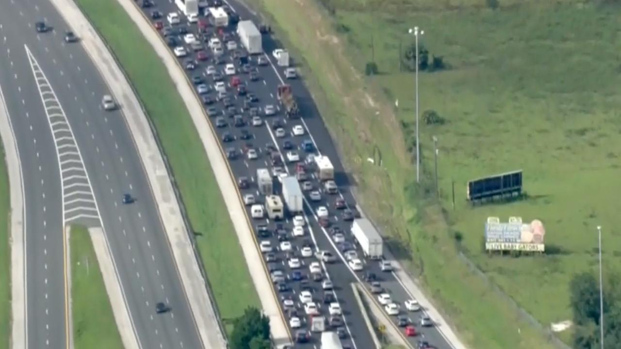 Lange rijen voor tankstations Florida door naderende orkaan Irma
