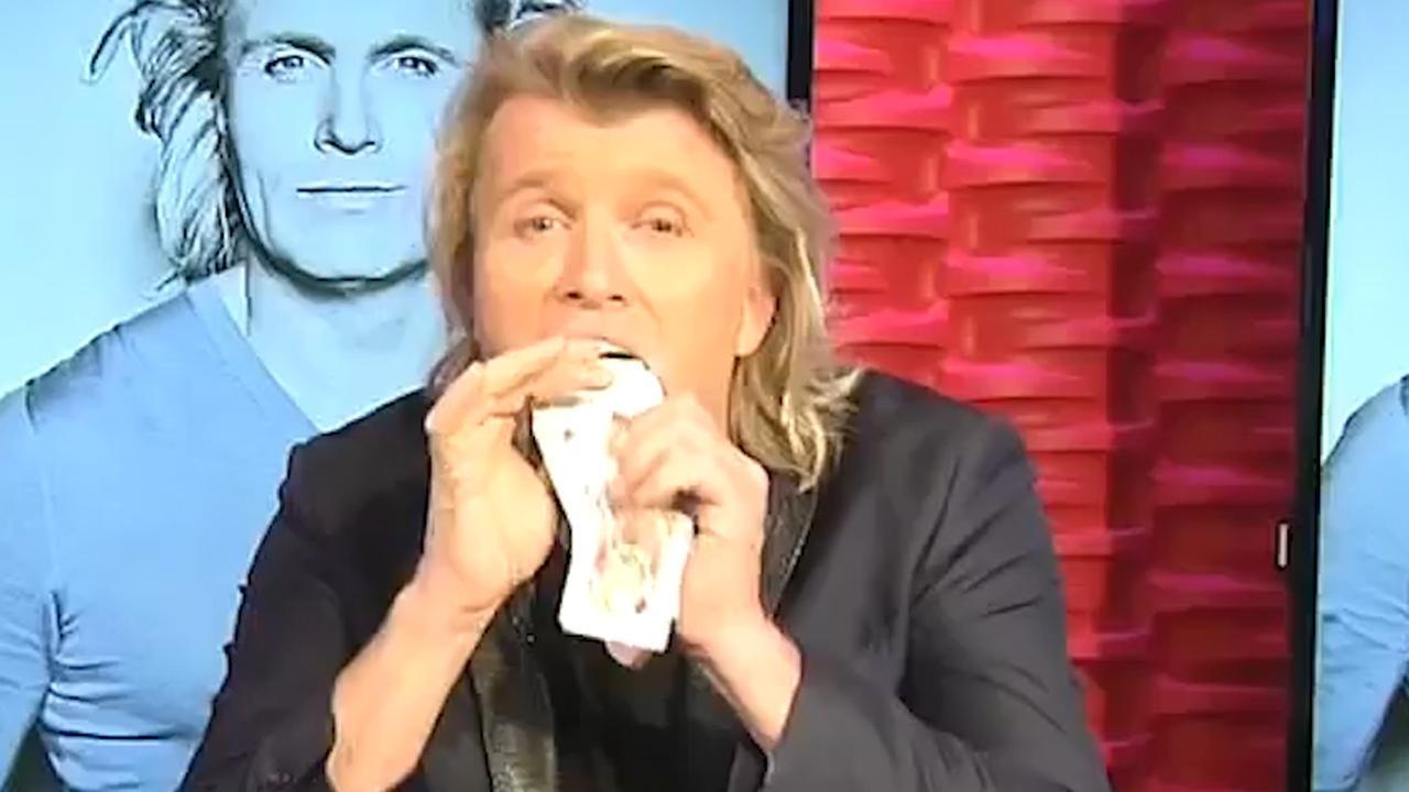 Hans Klok blaast Amerikaanse presentator omver met kaarttrucs