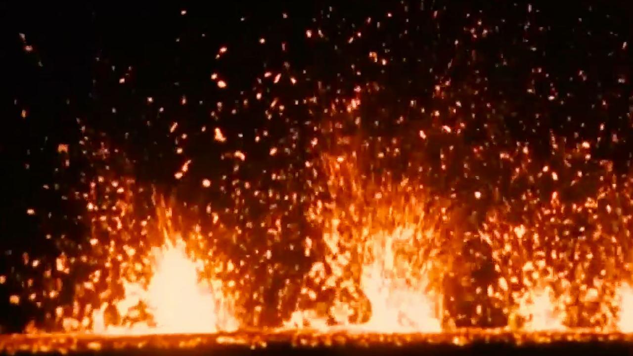 Vulkaan op Hawaï spuwt lava en as tijdens nacht