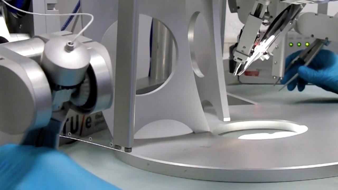 Nederlandse robot geeft chirurg bovenmenselijke precisie