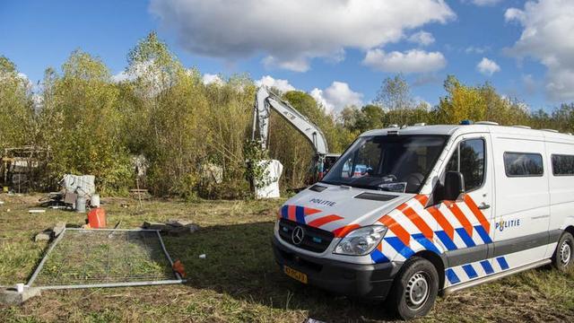 Zeven aanhoudingen bij ontruiming gekraakt terrein Kanaleneiland