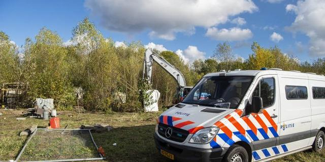 Gekraakt terrein in Kanaleneiland wordt ontruimd