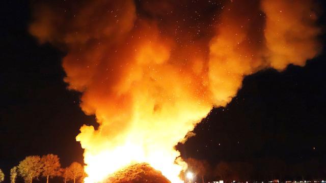 Brandlucht in Utrecht door Duitse paasvuren