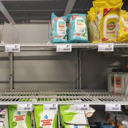 Supermarkten willen meer tijd om schappen vol te houden