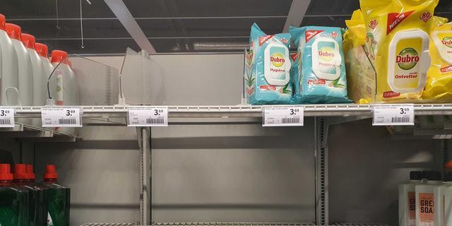 Supermarkten zien vraag naar zeep en houdbaar eten licht stijgen