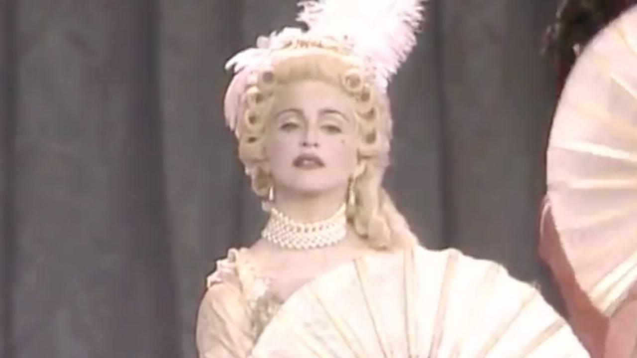 Madonna als Marie Antoinette bij MTV Awards in 1990