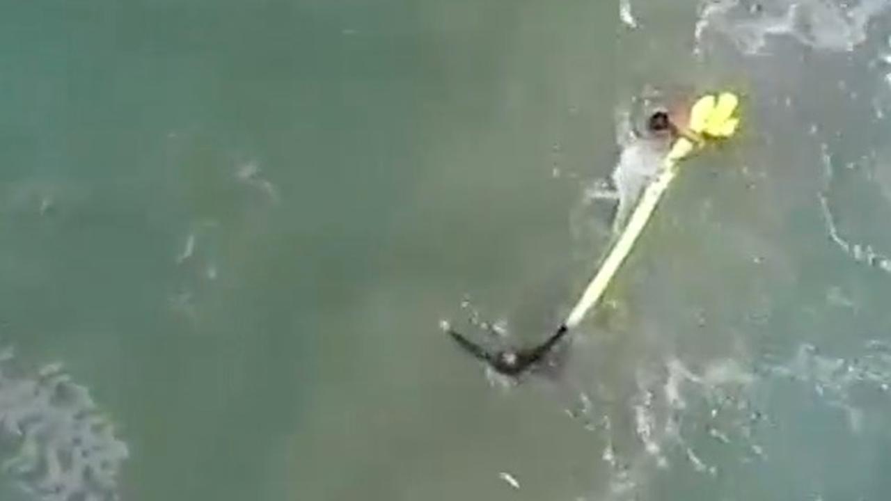 Wereldprimeur: Drone redt twee drenkelingen Australië