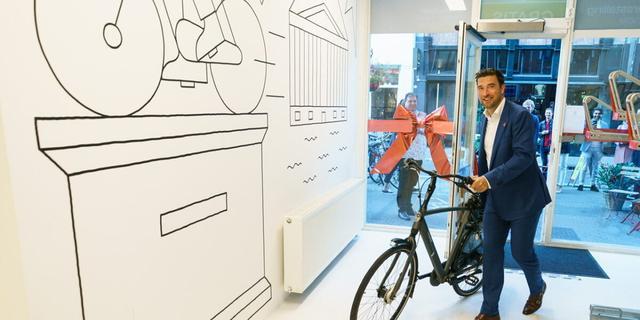 Extra fietsenstalling geopend aan Noordeinde in Den Haag
