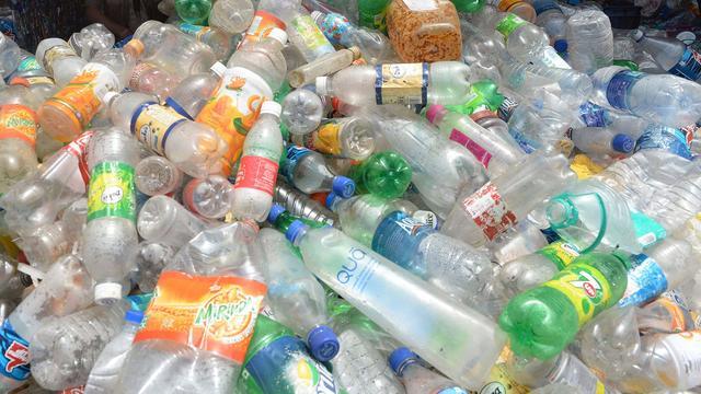 Plastic inzamelen voor recycling werkt onvoldoende