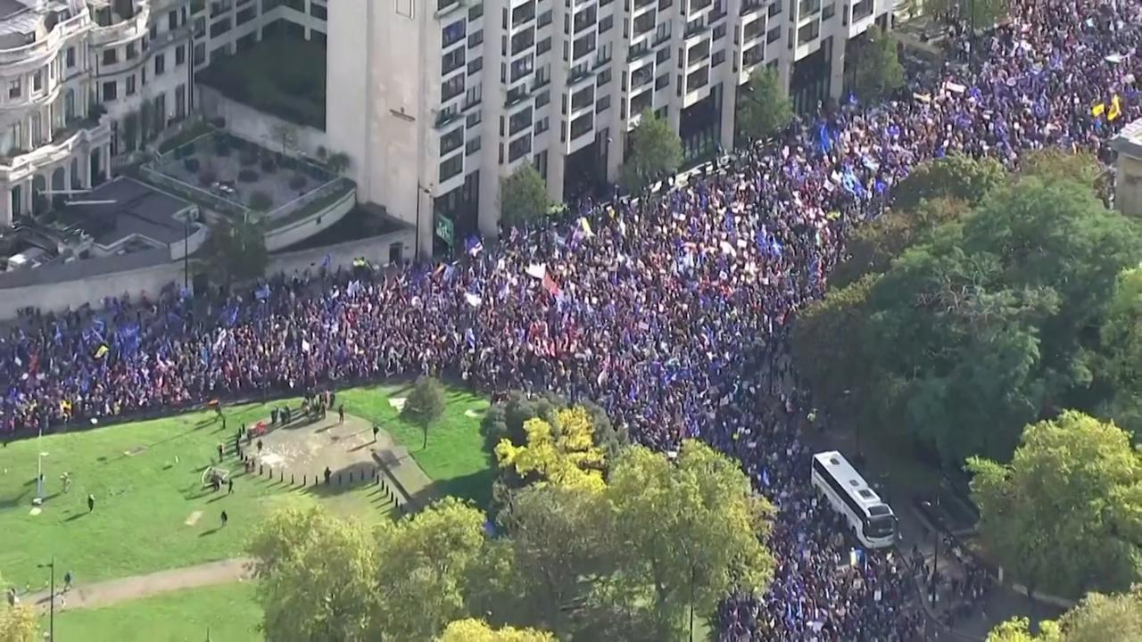 Tienduizenden anti-Brexit-betogers de straat op in Londen