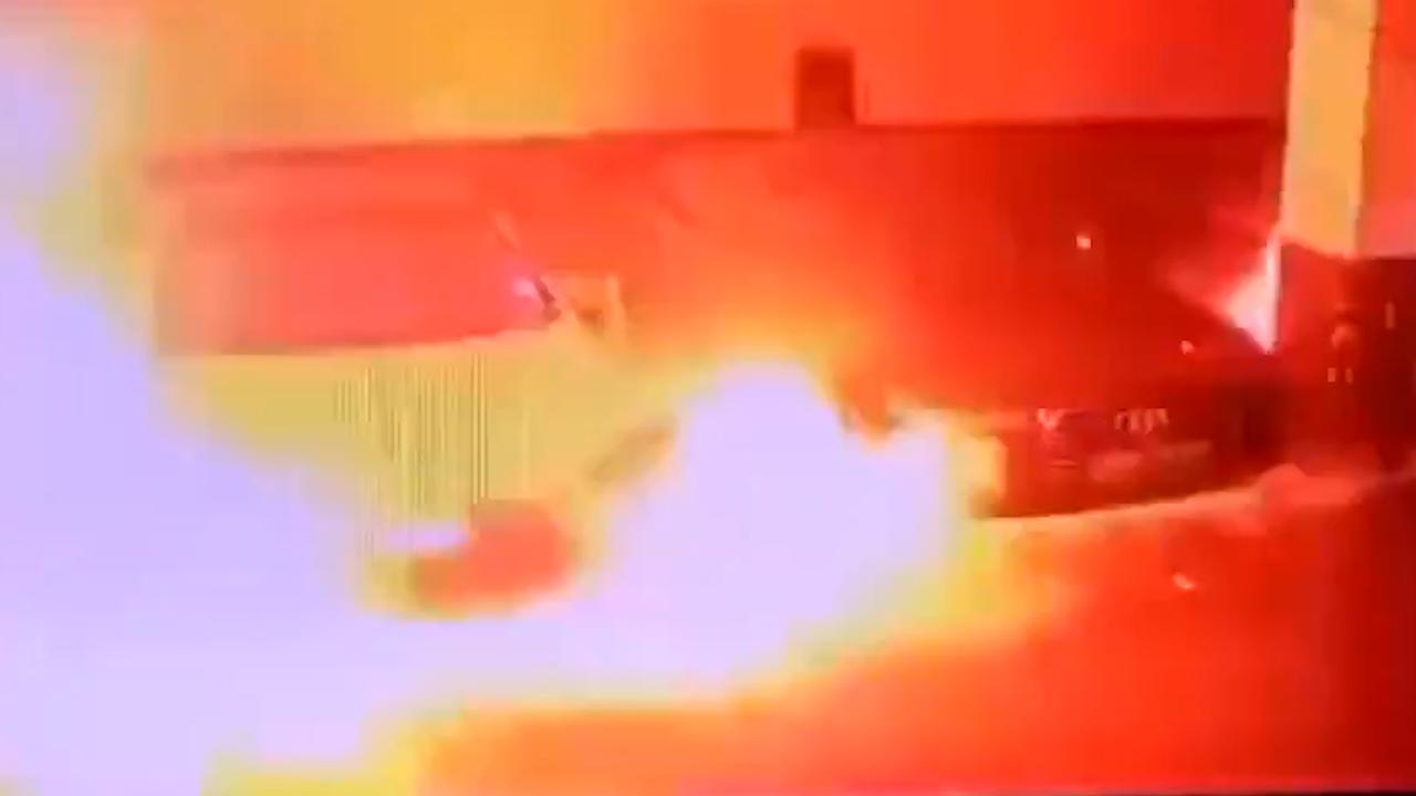 Tesla in Chinese parkeergarage vliegt spontaan in brand