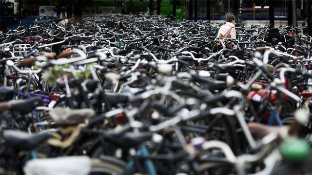 Start aanpak fietschaos station Eindhoven met bouw fietsflat