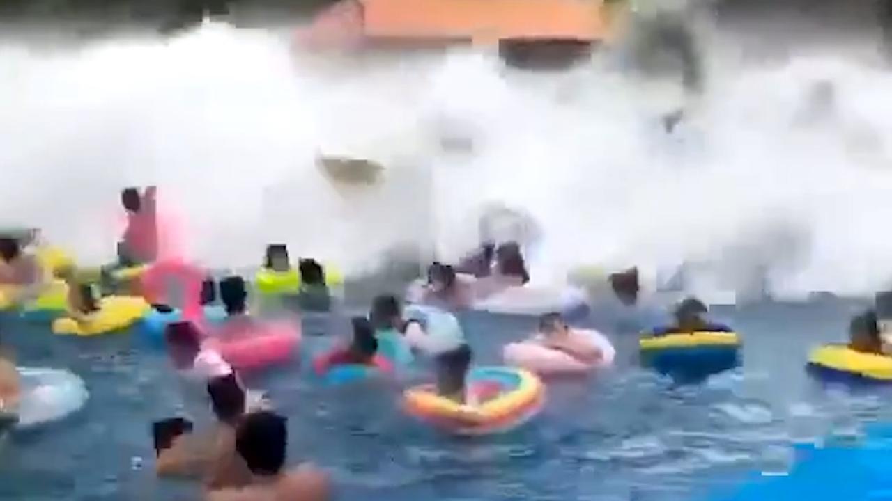'Tsunami' in Chinees waterpark slaat bezoekers omver
