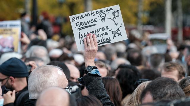 'Vier leerlingen van school gedode Franse leraar aangehouden'