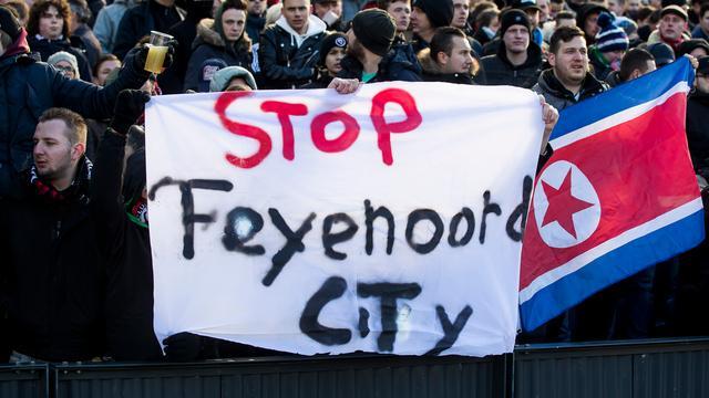 Archieffoto van Feyenoord-fans die protesteren tegen de nieuwbouwplannen.