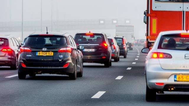 Slecht weer en ongelukken zorgen voor 400 kilometer file