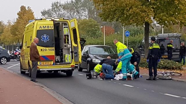 Fietser gewond na botsing op Heerma van Vosstraat