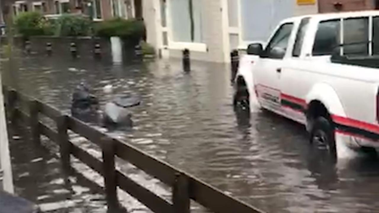 Zware regenval veroorzaakt overstromingen in Zandvoort
