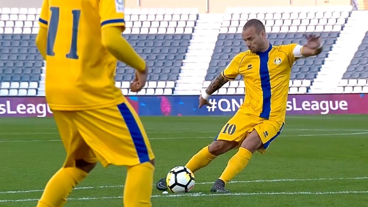 Sneijder schiet schitterende vrije trap binnen voor Al-Gharafa
