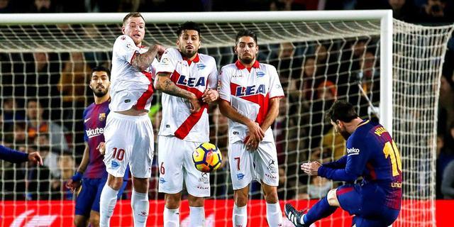 Suarez en Messi buigen achterstand Barça tegen Alaves om in nipte zege