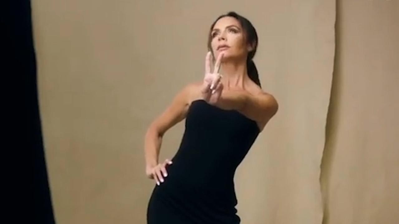 Victoria Beckham poseert in Spice Girls-jurk voor Britse Vogue