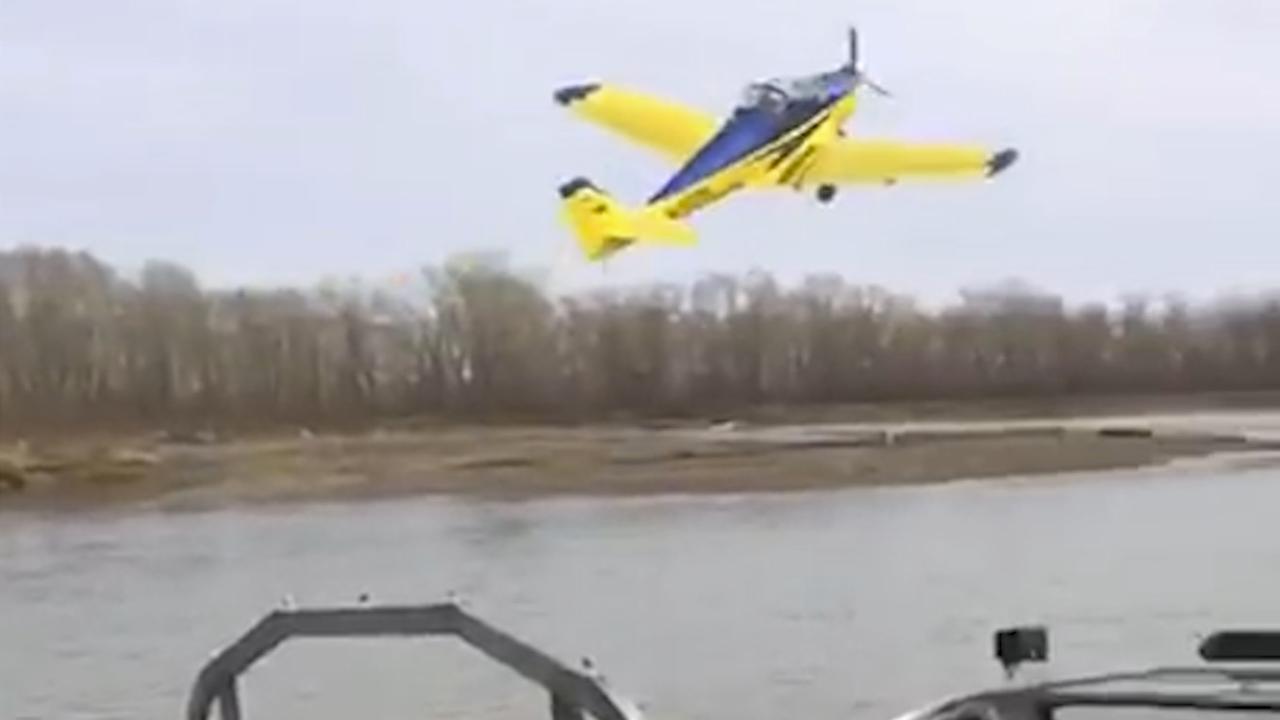 Russen filmen dodelijke vliegtuigcrash in rivier