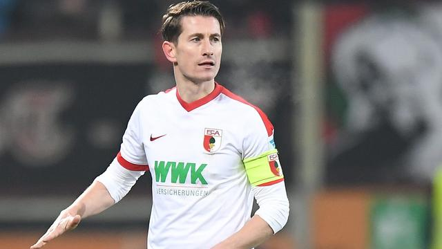 Augsburg laat Verhaegh na zeven jaar transfervrij vertrekken naar Wolfsburg