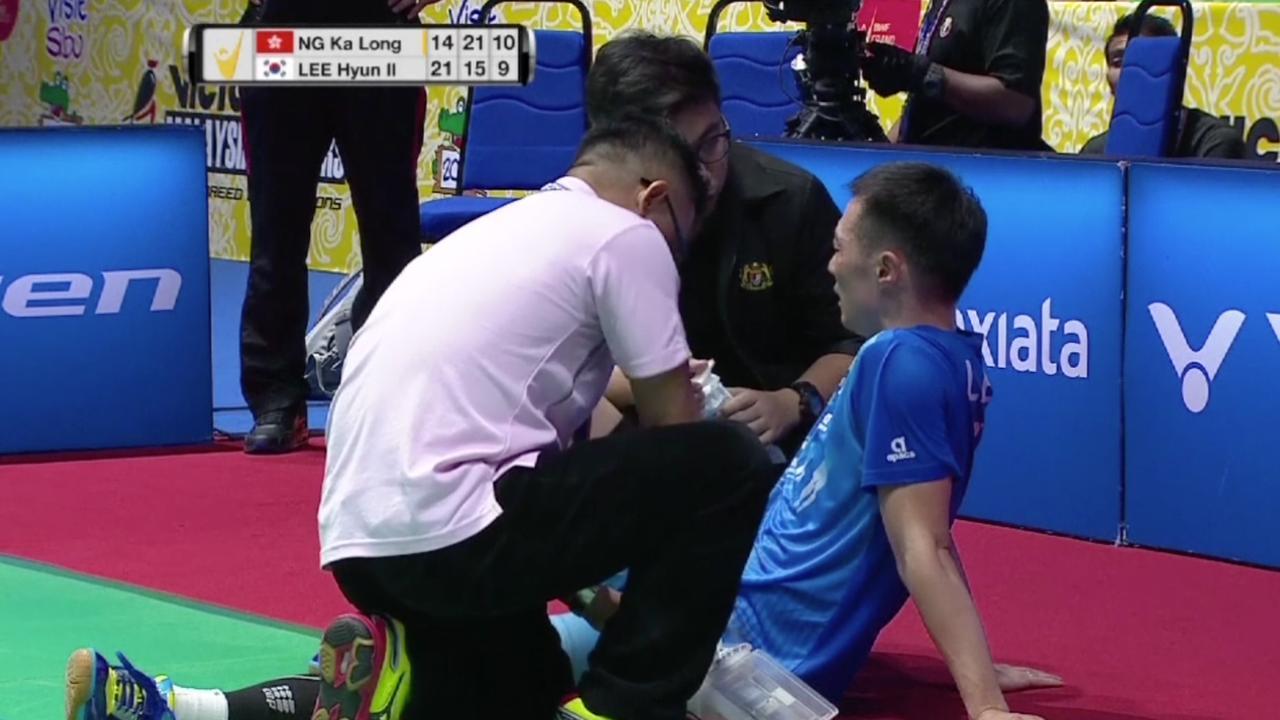 Badmintonner Lee Hyun Il moet opgeven na slag in eigen gezicht