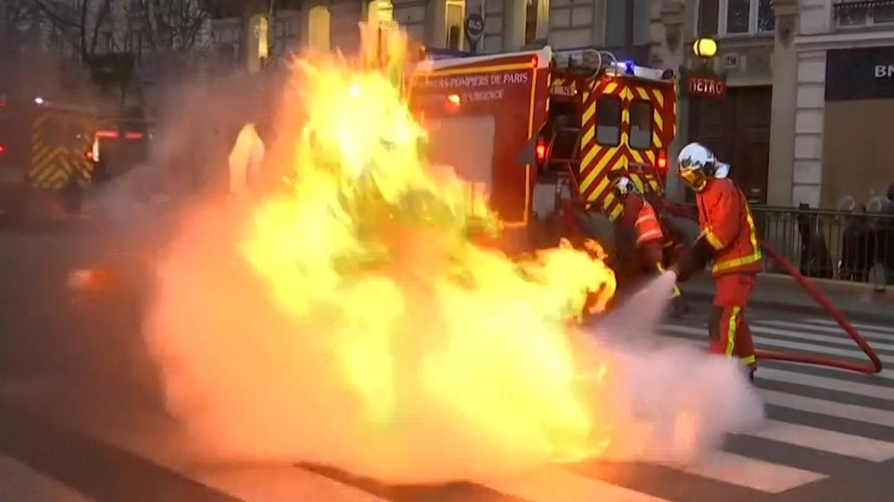 Verschillende branden in centrum Parijs door 'Gele Hesjes'