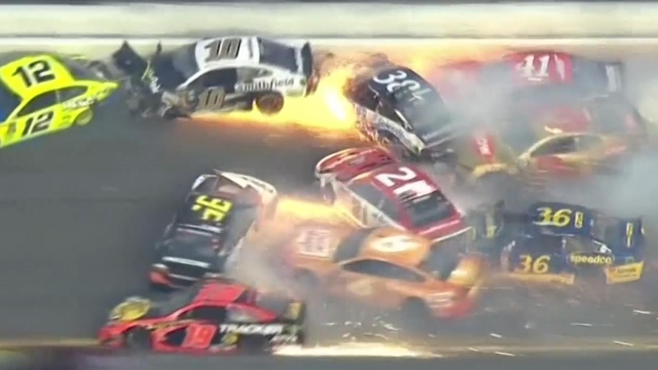 Enorme crash tijdens NASCAR-race op Daytona International Speedway