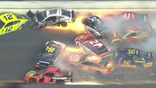 Enorme crash tijdens NASCAR-race op Daytona International Speedway