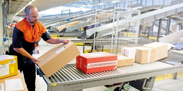 Drukte bij PostNL door toename aantal online bestellingen en wenskaartjes