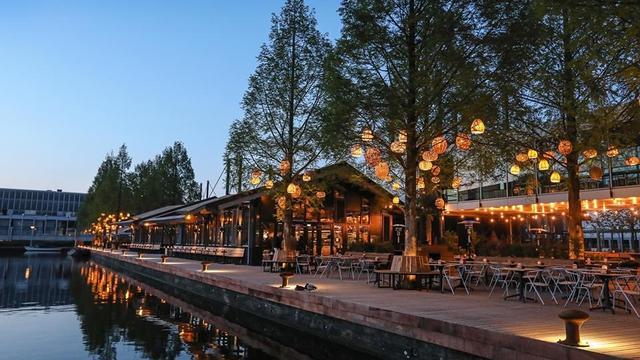 Overzicht: terrassen aan het water in Amsterdam
