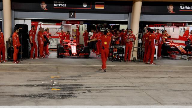 Ferrari-monteur breekt been bij dramatische pitstop Raikkonen