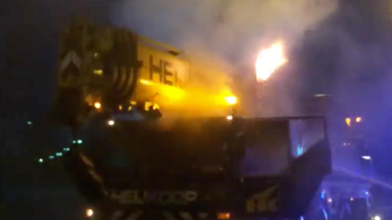 Kraanwagen vat vlam op A12