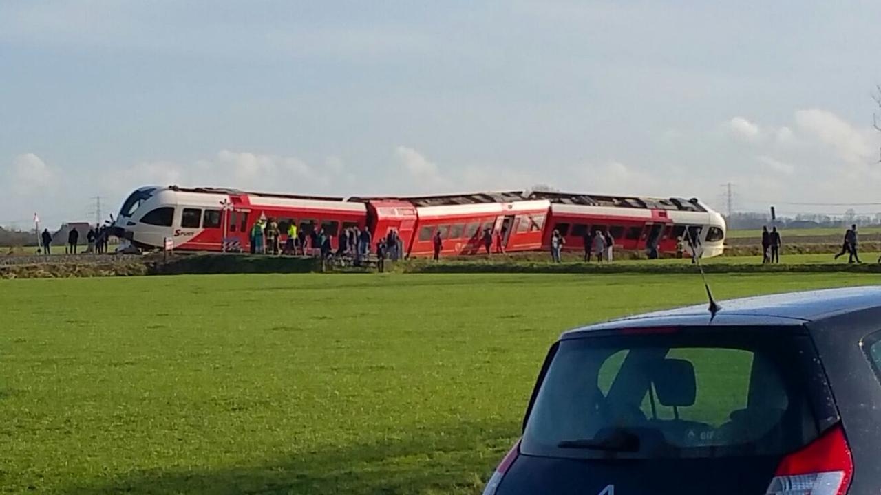 Trein ontspoord bij Winsum na botsing met tankwagen
