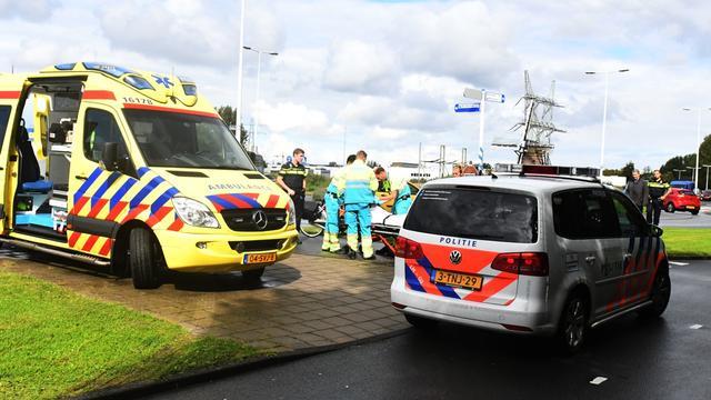 Vrouw gewond bij aanrijding op rotonde Merenwijk